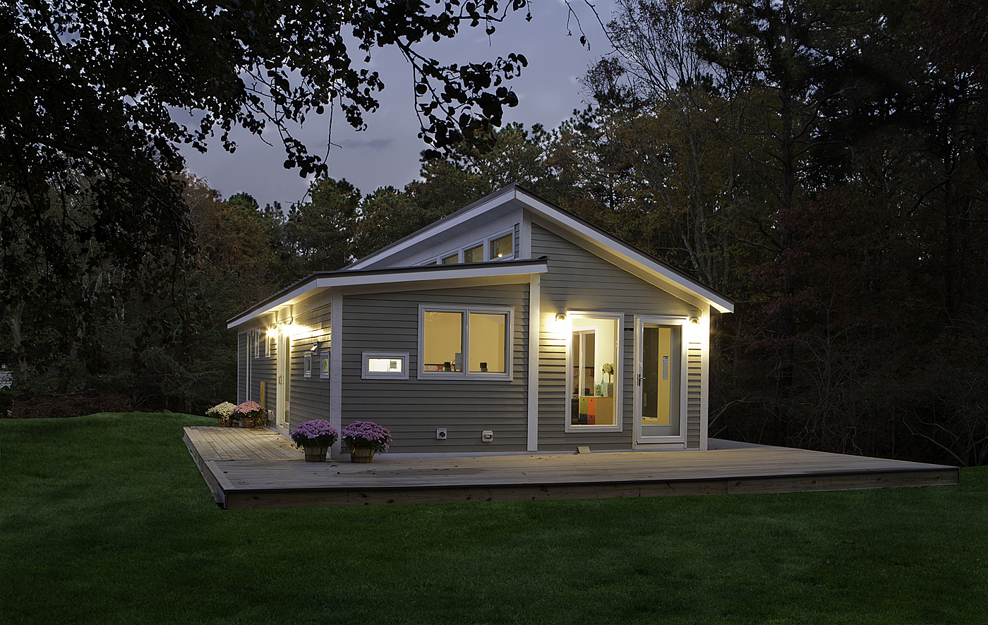 Blu homes prefab home manufacturer comes to canada bec green for Small cottage plans canada